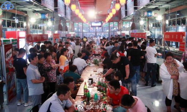 天津宁河运河美食街开街。 微博@天津发布 图