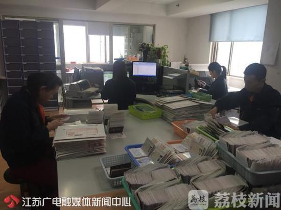 南京市出入境管理部门出新政 让申请人只跑一