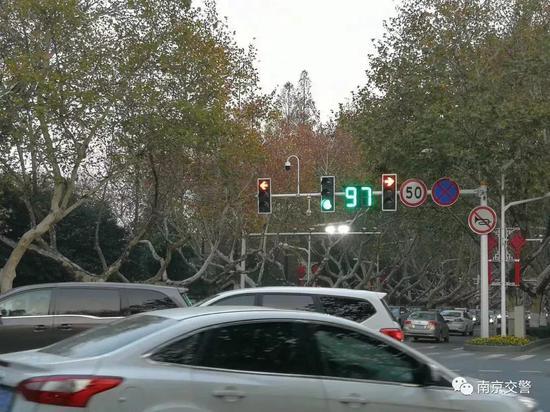 ② 新国标信号灯