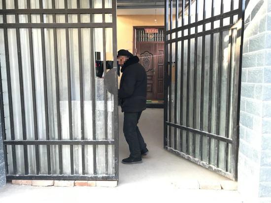 1月16日,赵丹的爷爷赵宏发在马小冉家。新京报记者王福艳 摄