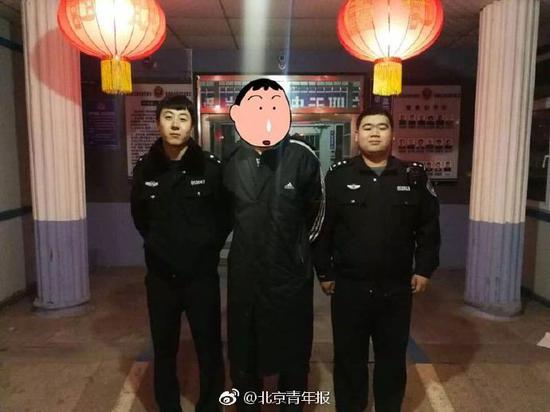 原标题:男子大年初二上派出所要求被拘遭拒 终因辱警如愿被拘15日