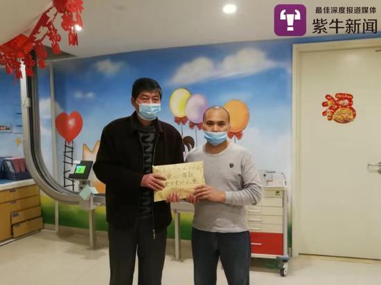 汽配城工作人员和苏州大学附属儿童医院的受助人家属
