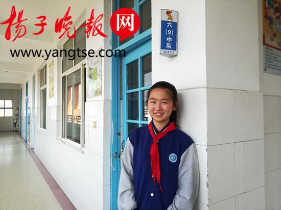 她以友善的情怀彰显乐于助人的秉性