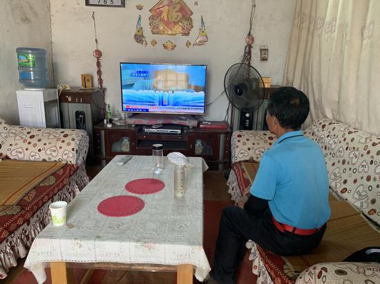 7月5日,被抢孩子养父工作后回到家中。新京报记者 左燕燕 摄