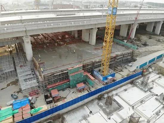 今年6月8日,南通西站候车室第一跨结构开始浇筑。