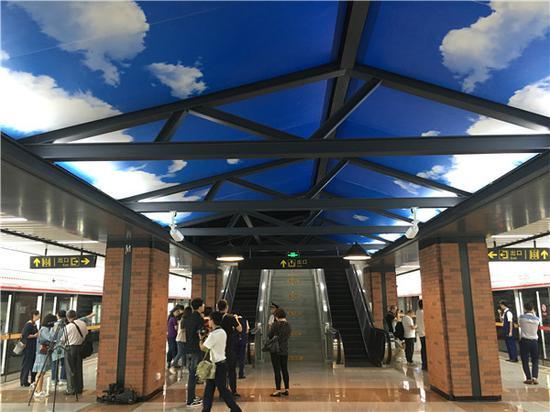 常州火车站地铁站内装修风格融合了老常州火车站建筑元素