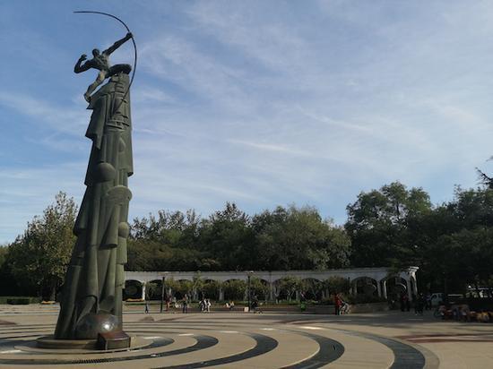 大约十年前落成的新广场,射日的后羿象征着人类最初的航天梦。