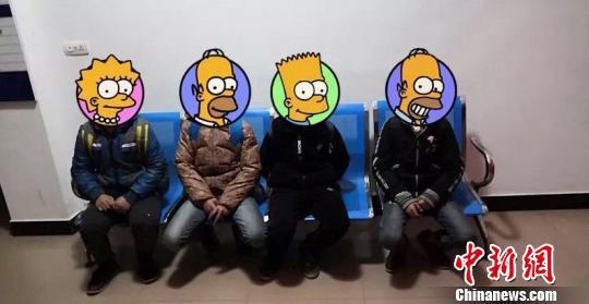 4名被找回的小学生。 合江警方供图 摄