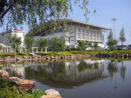 141所高校, 190万在校大学生——高校数和在校生人数双居全国第一的江苏,一流大学和一流学科建设格外引人关注。