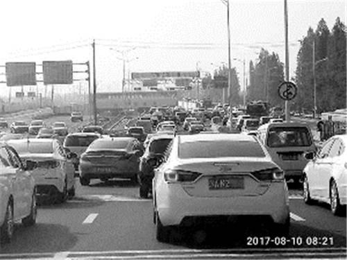 扬子江隧道北连接线开通后更堵 网友:搞不清怎么走