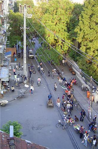 从五楼看极为热闹的大方巷,作者摄于2006年。