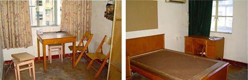 租住了四年的房子的客厅(左图)和卧室(右图),作者摄于2006年。