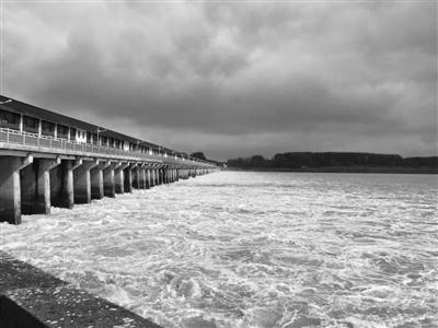 洪泽湖水位持续上涨。