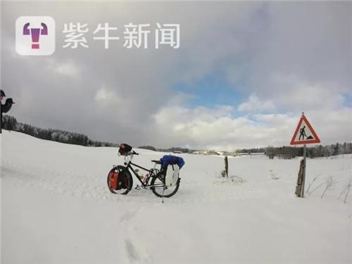 【冰天雪地下的爱车】