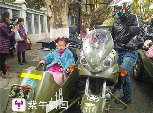 """14日,紫牛新闻记者联系上南京机车界大名鼎鼎的""""黑皮光头""""。"""