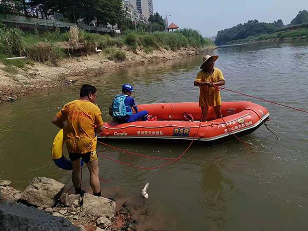 当地民间救援队在参与搜救 本文图均为 惠州心连心公益救捞队 图