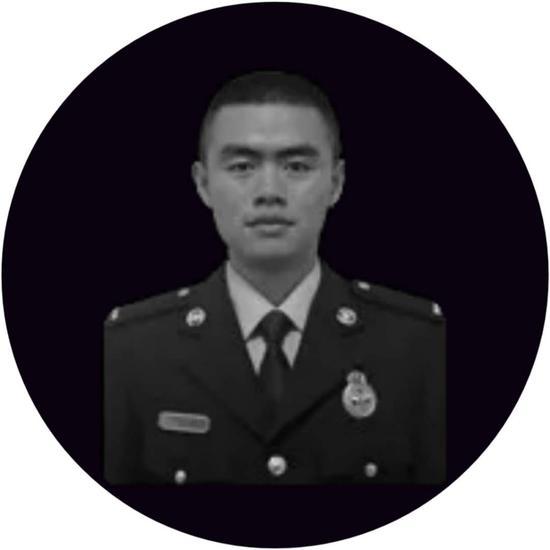 在牺牲的森林消防员中,王佛军年龄最小。出生于2000年7月的他,还不到19岁。