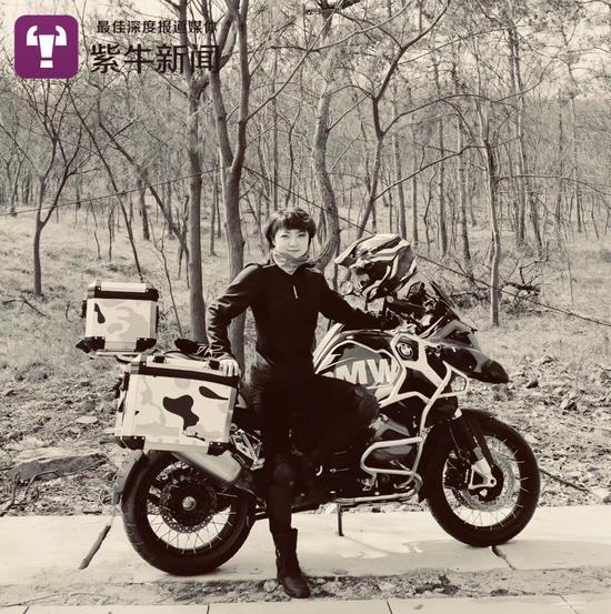 摩托车是她生命不可或缺的一部分