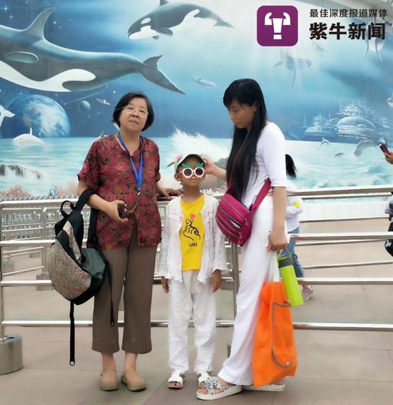今年夏天妈妈和许奶奶带着柔柔去动物园海洋馆愿柔柔高高兴兴过好每一天,