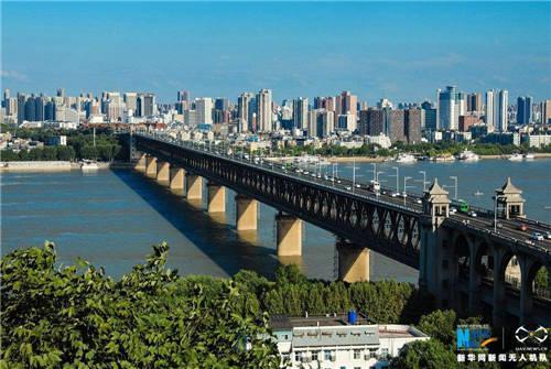 武汉长江大桥。图自新华网