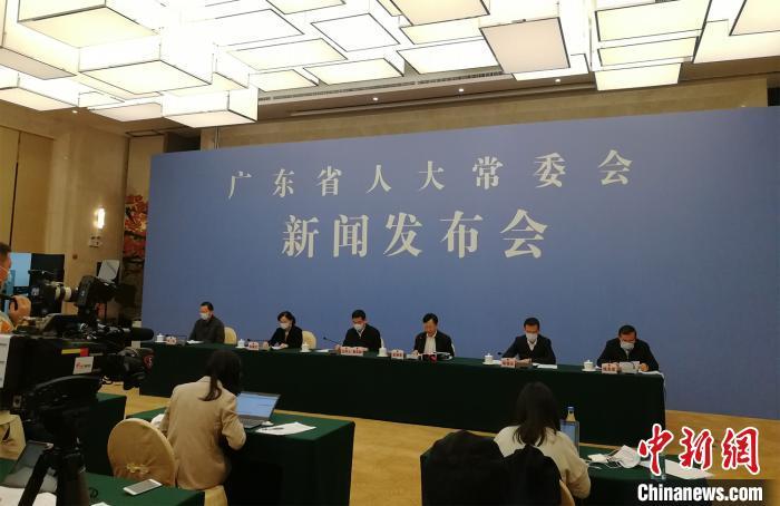 广东省人大常委会举行新闻发布会介绍新修订的《广东省野生动物保护管理条例》。 程景伟 摄