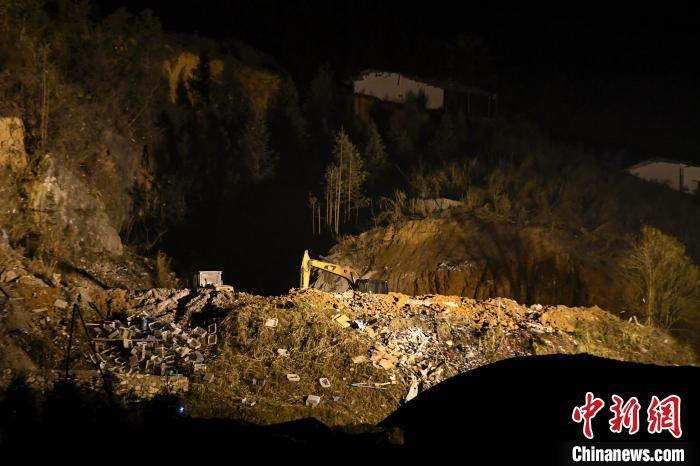 湖南浏阳烟花厂爆炸现场:厂房被炸为平地(图)
