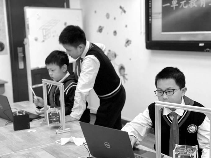 南理工实小学生参与卫星研制工作