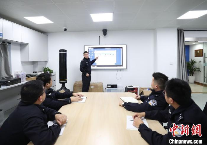 昆山警方进行案情分析。 昆山警方供图