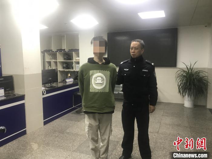 """四川泸州一男子自导自演""""绑架案""""被行政拘留。 钟欣 摄"""