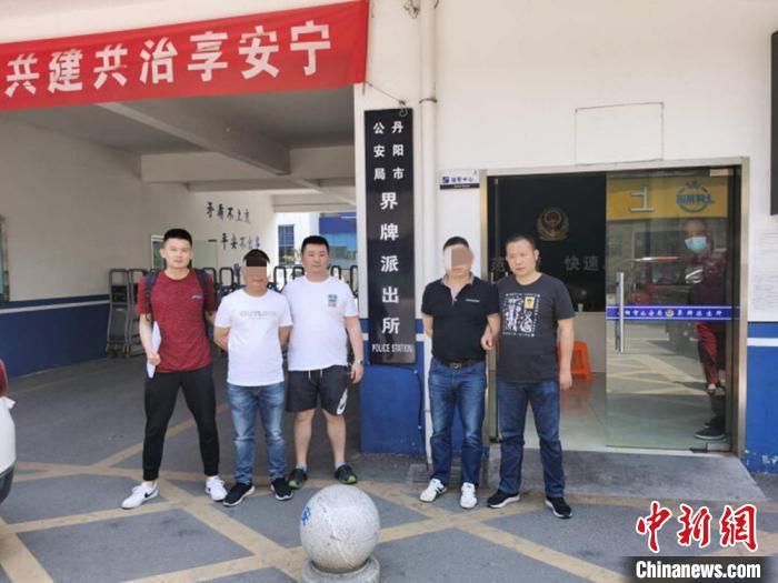 在镇江警方配合下,徐州警方远赴丹阳抓获嫌疑人。 徐州警方供图