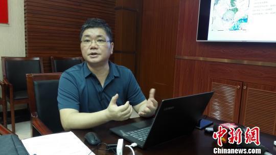 海南省地震局预报中心主任、高级工程师胡久常介绍相关情况。 张茜翼 摄