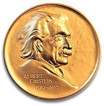 爱因斯坦世界科学奖奖章。图/中国科学院北京纳米能源与系统研究所网站