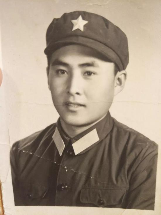 田志军年轻时的照片