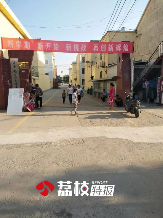 五公里外的东王集镇中心小学