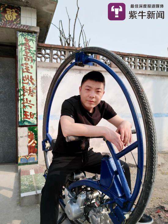 袁磊和他的科幻摩托