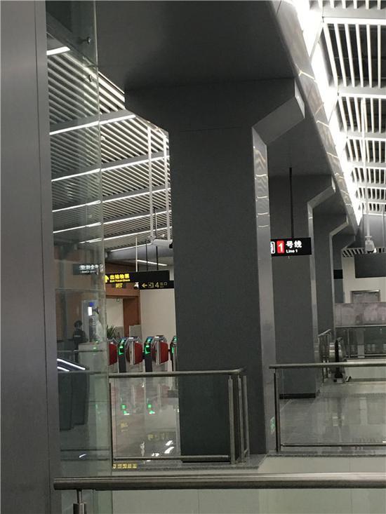 同济桥站内的工业风