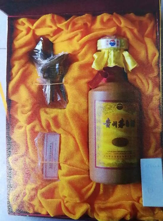 这款高仿的15年贵州茅台,一瓶净利润5000多元。图片来自苏州发布