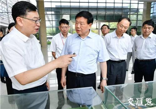 娄勤俭书记在中国电子科技集团第十四研究所调研。
