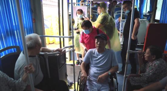 长江南京段八卦洲水位下降 撤离群众陆续返回