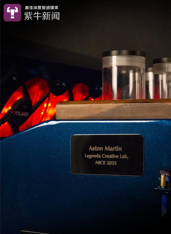 阿斯顿马丁机箱的铭牌