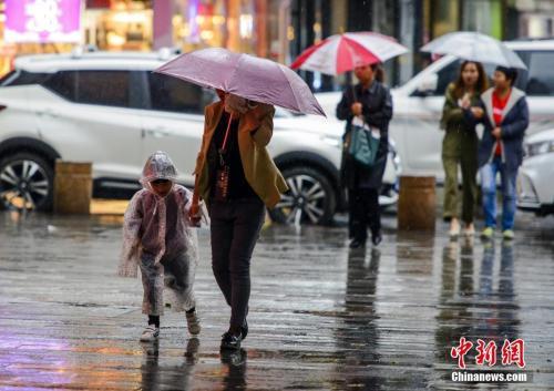 """台风""""米娜""""影响逐渐减弱 长江以北将持续大风降雨天气"""
