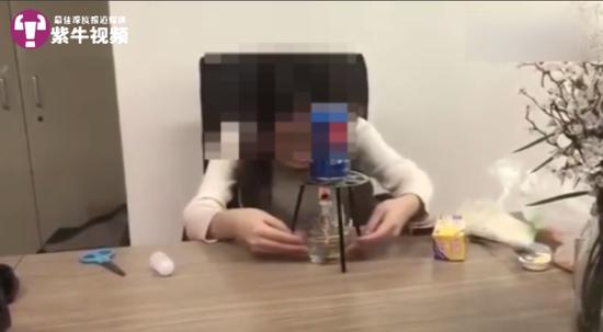 办公室小野用易拉罐制作爆米花的视频截图