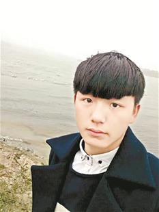 男生看望同学时失踪一年半 其父遇车祸重伤盼他回家