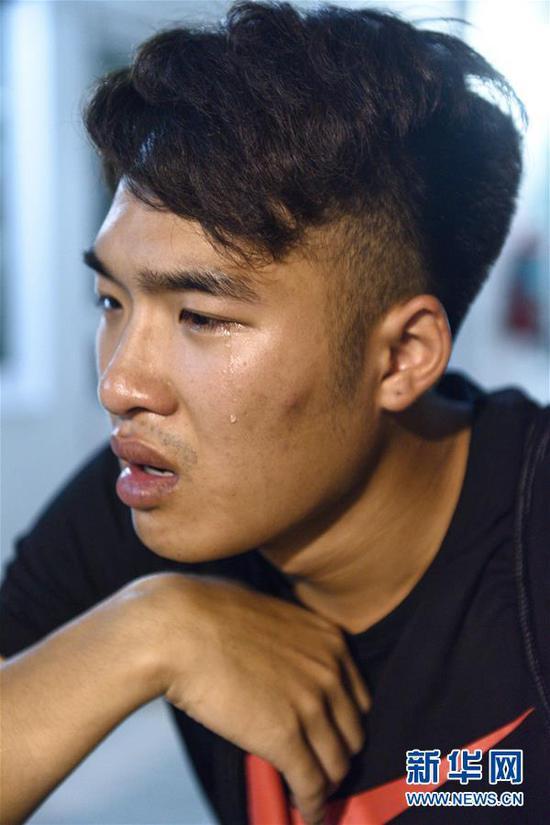 7月7日凌晨,在泰国普吉岛,翻船事故幸存者林宏政回忆逃生经历.