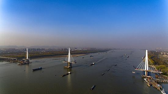 南京长江五桥沟通南北和东西