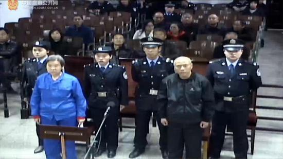 2019年2月27日,王淑珍案一审第二次开庭,王淑珍(左)和程津福。网络截图