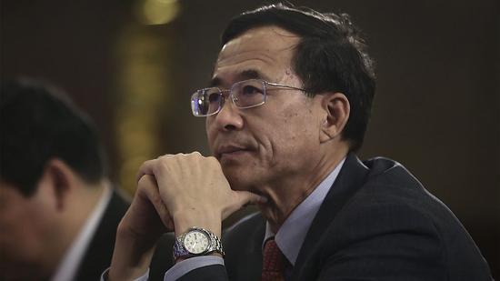2017年3月24日,刘士余参加中国金融论坛年会。图片来源:视觉中国