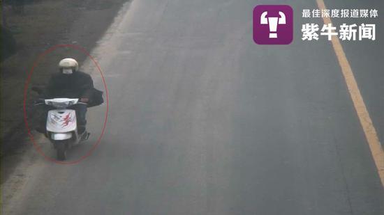 周永森回乡再次行凶,路边监控记录下他的部分行踪