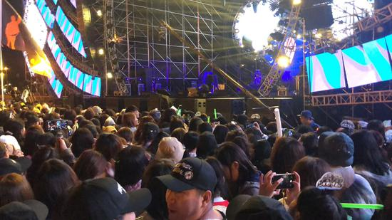 VIP观演区内人员拥挤 受访者供图