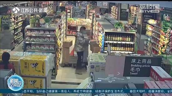 连云港情侣合伙盗窃70多万火腿肠